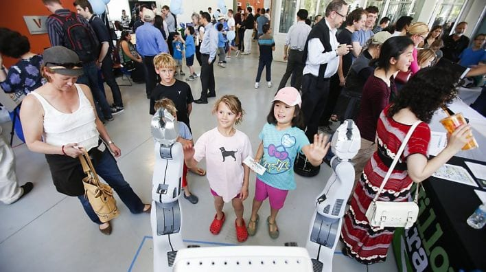 PR2 and kids at Robot Block Party