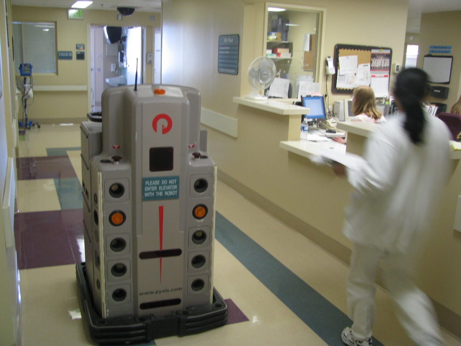 20080213195424!Pyxis_Pharmacy_Robot_by_Nurse_Station